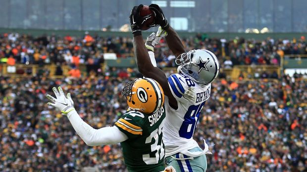 Dez catches the ball