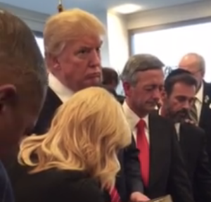 trump-at-prayer